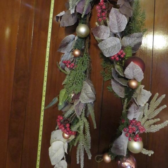 Holiday garland